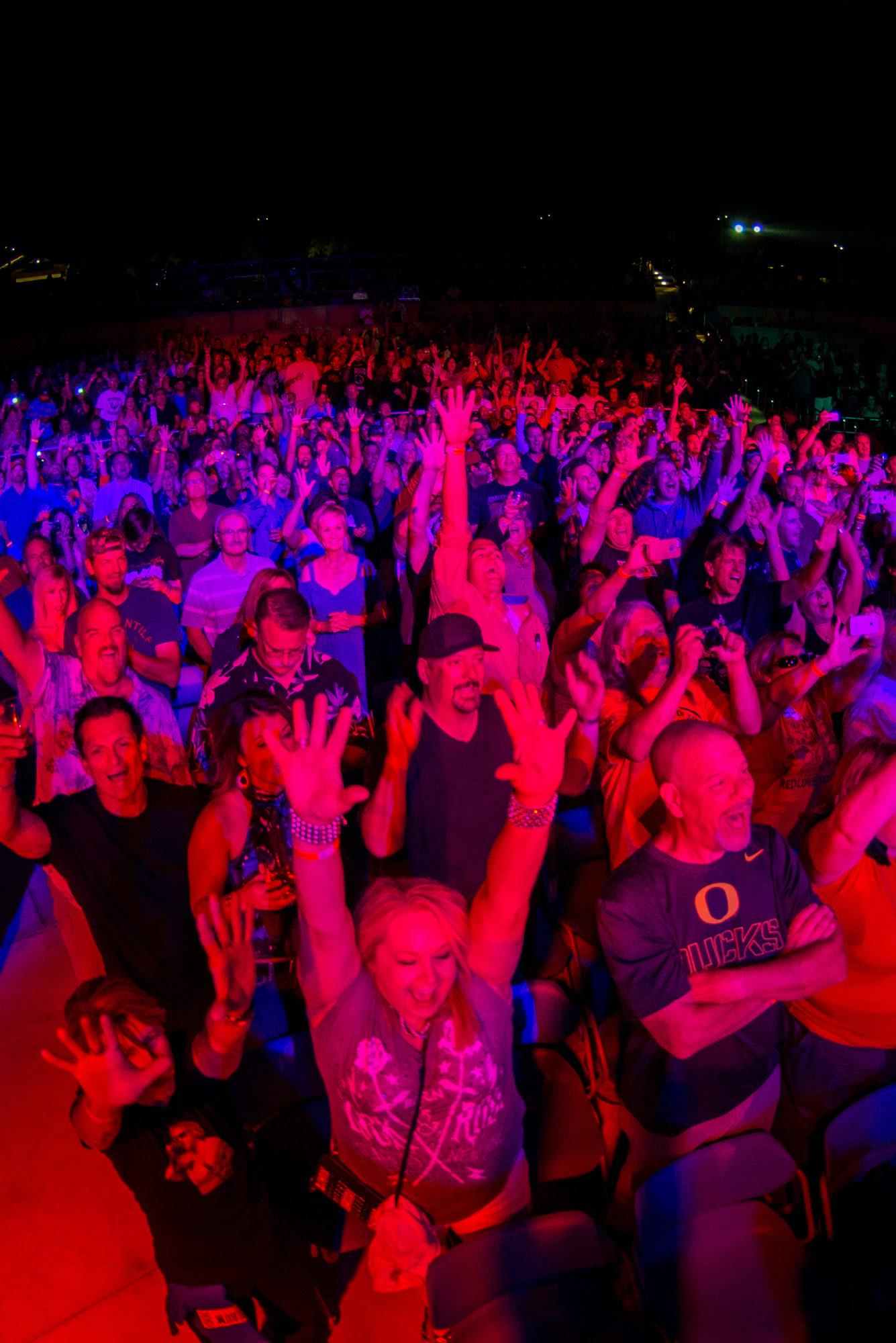 Crowd 1335X2000